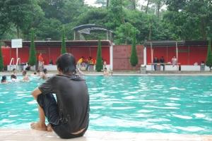 Berenang di Pagi Hari